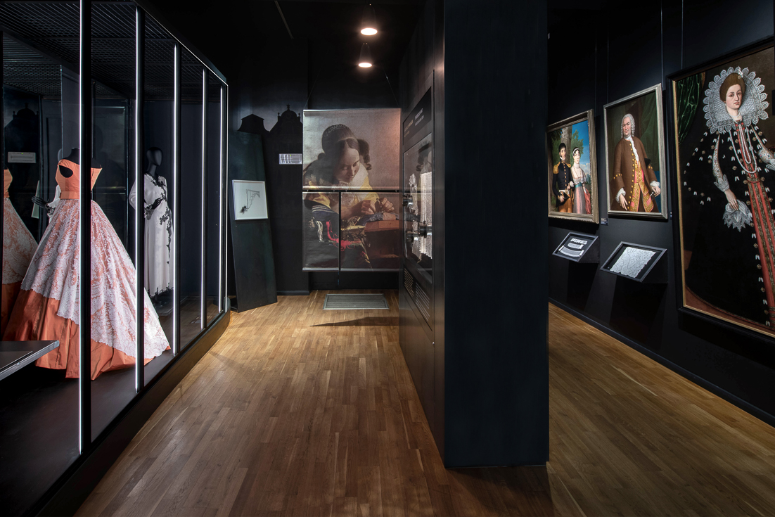 https://www.fashionandlacemuseum.brussels/wp-content/uploads/2020/08/3.Slide-Chambre-des-dentelles-.jpg